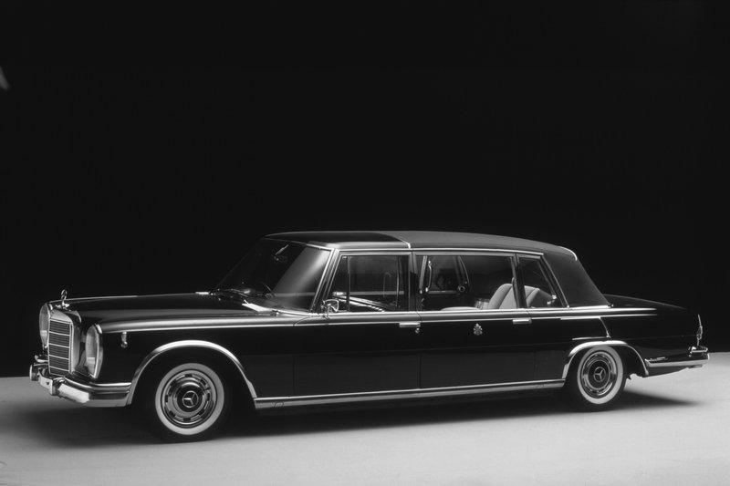 Mercedes 600 Pullman Landaulet du pape Paul VI
