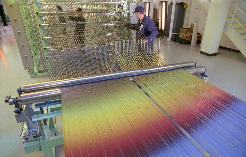Fils de carbone utilisés pour la construction du Boeing 787 (image du film)