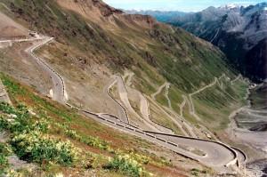 Pornographie routière : le col du Stelvio, en Italie (photo Wikipedia)