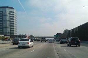 Quelque part, sur un Freeway quelconque, à Los Angeles (ceci était une légende parfaitement inutile).