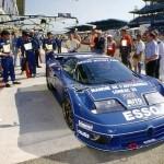 La Bugatti EB110 aux 24 Heures du Mans. L'auto abandonnera après 230 tours sur une sortie de route.