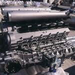 L'impressionnant moteur de la EB110.
