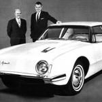 Raymond Loewy (à gauche) et la Studebaker Avanti