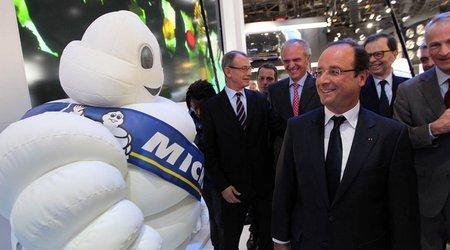 François Hollande et Bibendum au Mondial de l'Auto (© Élysée/Pascal Segrette)