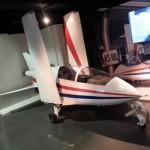 """L'avion Acrostar piloté par Roger Moore dans """"Octopussy"""" (1983)."""