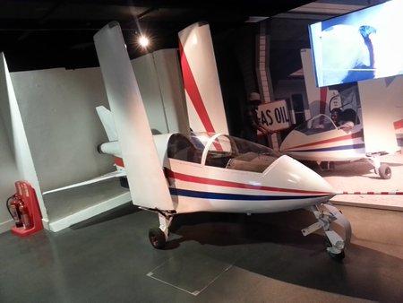 L'avion Acrostar piloté par Roger Moore dans «Octopussy» (1983).