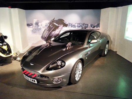 L'Aston Martin Vanquish de «Meurs un autre jour» («Die another Day», 2002).