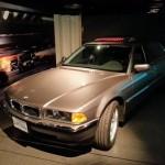 """La BMW 750iL télécommandée de """"Demain ne meurt jamais"""" (""""Tomorrow Never Dies"""", 1997)."""