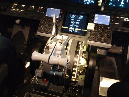 Le cockpit est réaliste jusque dans ses moindres détails.