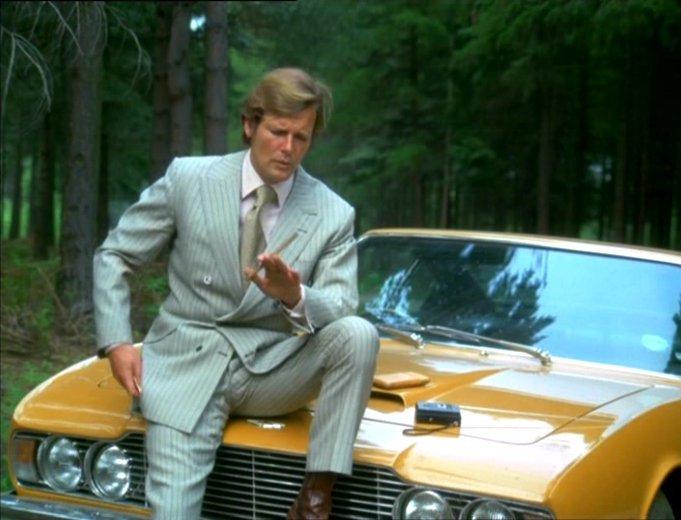 Lord Brett Sinclair et son Aston Martin DBS
