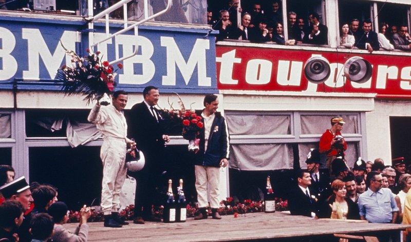 Bruce McLaren (à g.) et Chris Amon (à d.), vainqueurs au Mans 1966