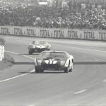 Le Mans 1964 : l'apprentissage. La GT40 Mk.I numéro 11 de Richie Ginther et Masten Gregory.