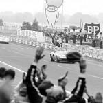 Le Mans 1969 : victoire très serrée de Jacky Ickx devant la Porsche 908 de Hans Herrmann.