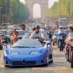 La Bugatti EB110 descendant les Champs-Elysées. Jean-Philippe Vittecoq au volant, Alain Delon en passager !