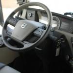 Le volant se règle facilement et la position de conduite n'est pas très typée... camion.