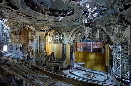 "United Artists Theater (extrait de l'excellent livre ""The Ruins of Detroit"", par Y.Marchand et R.Meffre)"